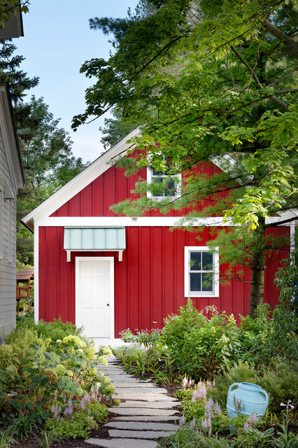 Mid-sized farmhouse detached garden shed photo in Chicago
