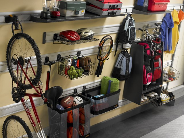 Garage sports zone traditional shed other by gladiator for Arredamento garage