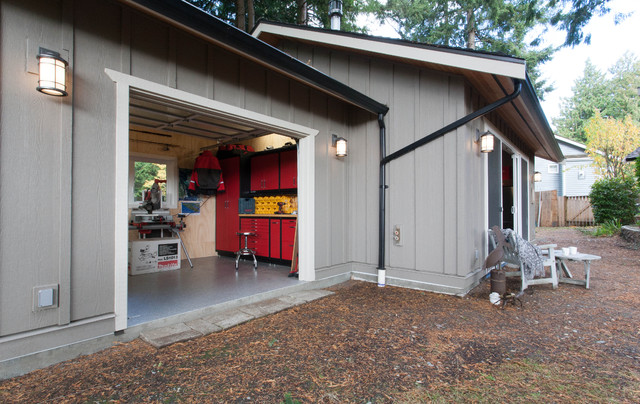 Gentleman's Retreat (mancave) traditional-garage-and-shed