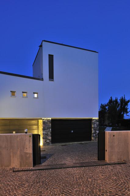 green hills modern-garage-and-shed