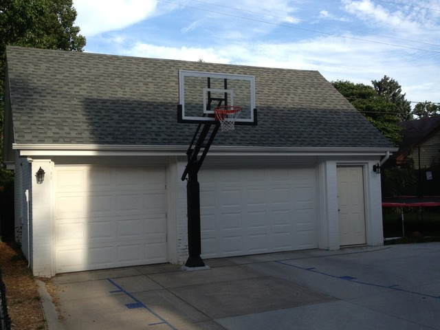 Jay s 39 s pro dunk gold basketball system on a 20x25 in for Basketball hoop inside garage