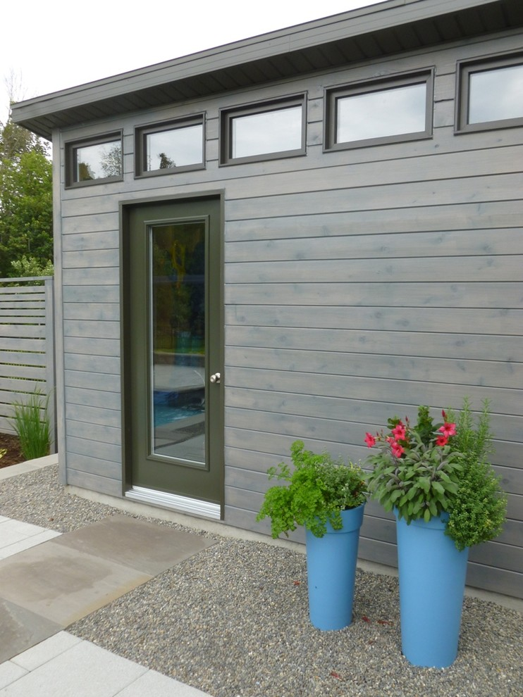 Example of a trendy garden shed design in Ottawa