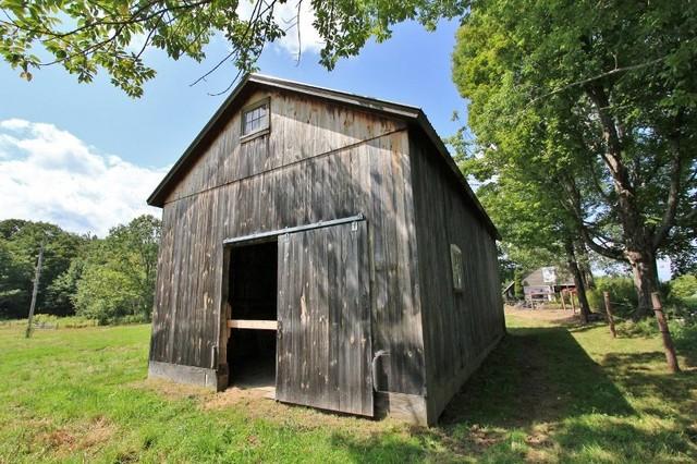 Middletown Springs, Restored Horse Barn - Country - Garden