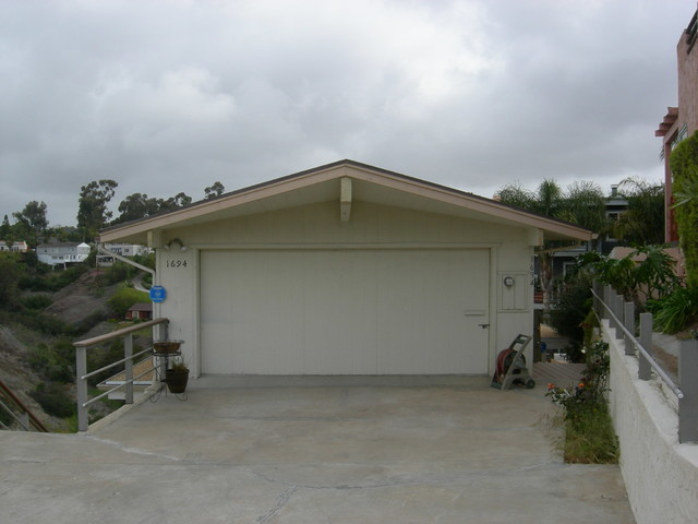Mission Hills exterior traditional-garage-and-shed