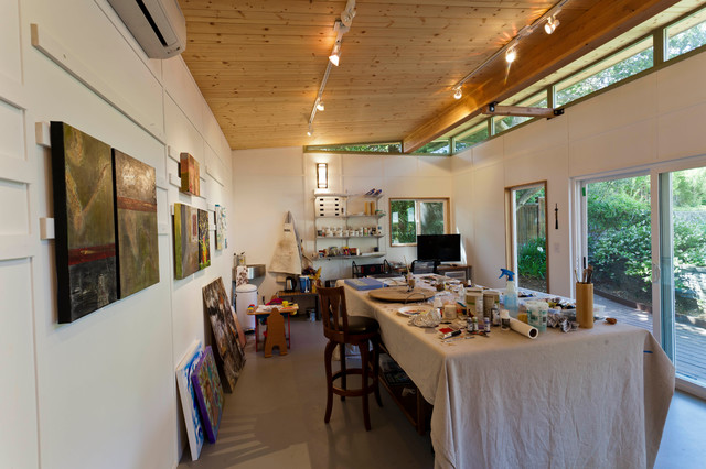 Modern shed art studio interior modern garden shed for Garden studio interiors