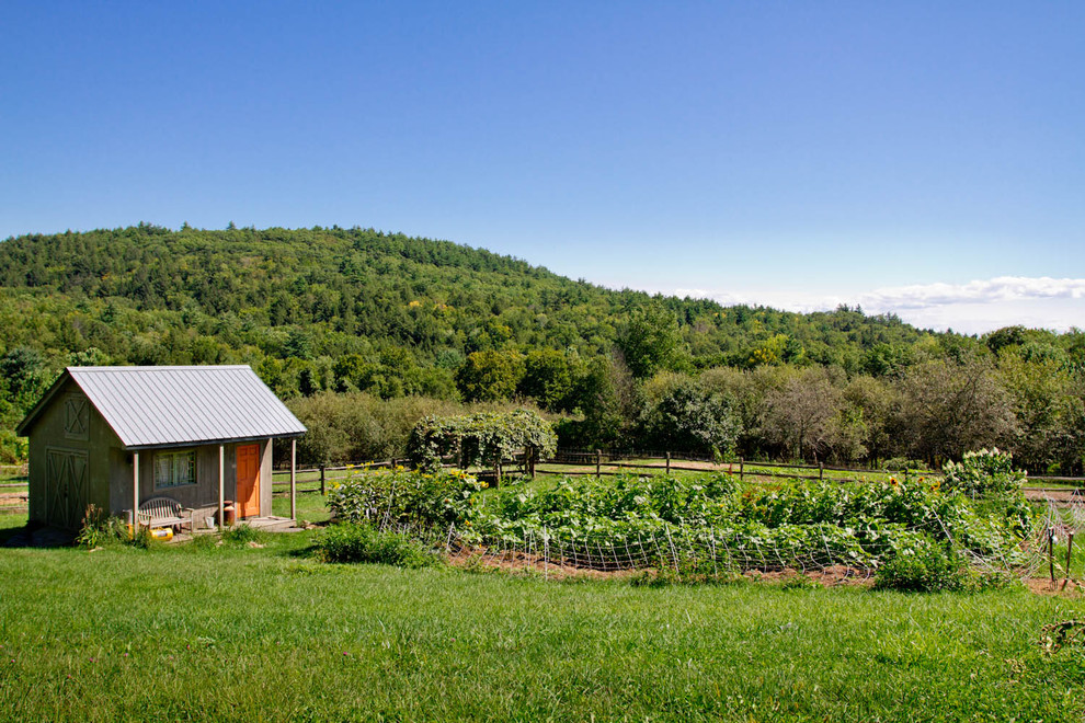 Cottage barn photo in New York