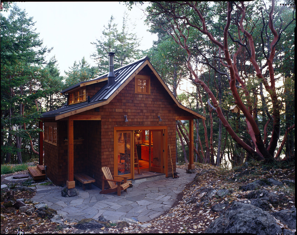 Guesthouse - rustic detached guesthouse idea in Seattle