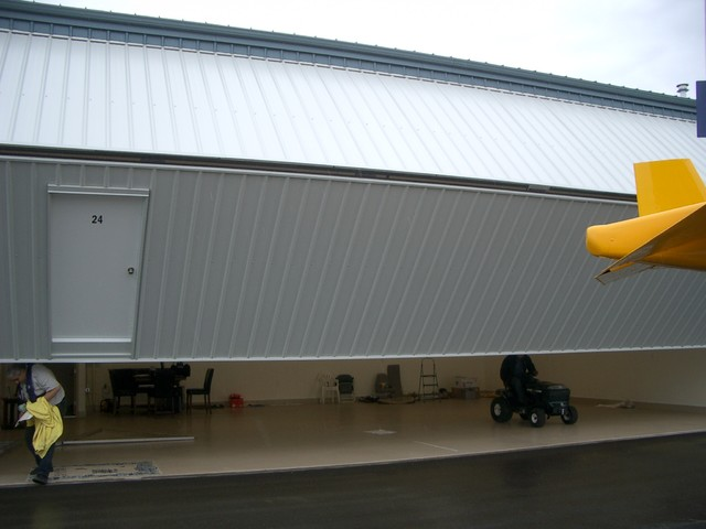 Private Plane With Garage : Private airplane hangar