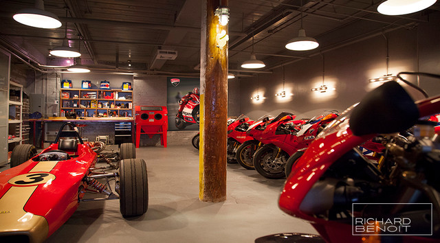 PRIVATE GARAGE Modern Shed Montreal by CHROME DSGN