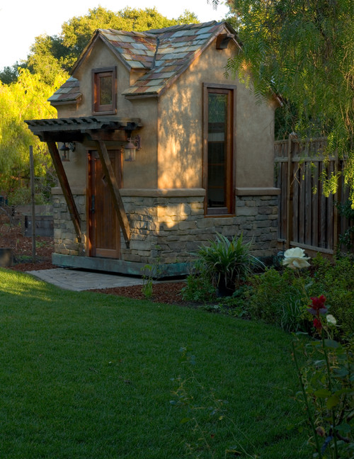 Tiny houses small spaces backyard cottage for Small backyard cabin