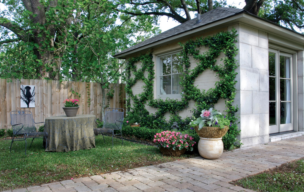 Guesthouse - traditional detached guesthouse idea in New Orleans