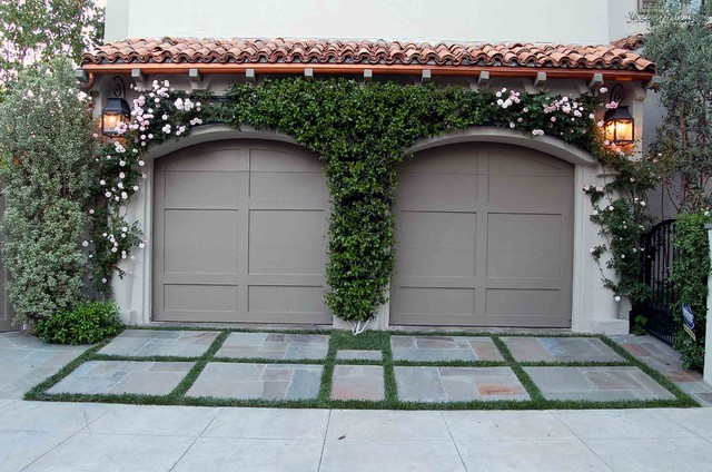 Santa Monica - Mediterranean mediterranean garage and shed