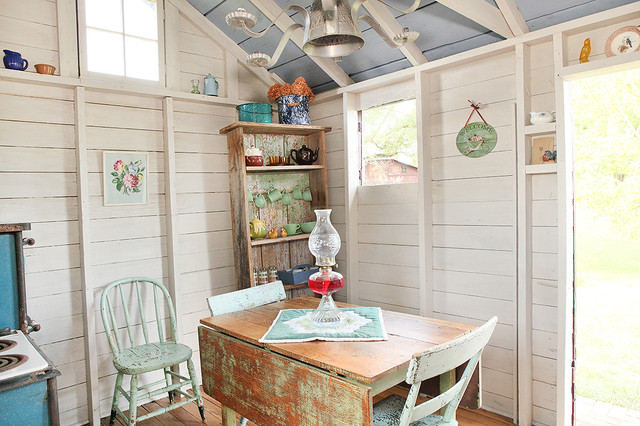 Shed turned guest space shabby chic style gartenhaus kolumbus von julie ranee photography - Shabby chic gartenhaus ...