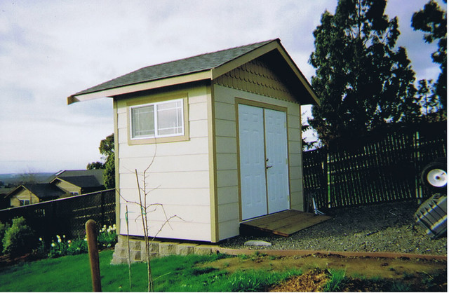 The lange 39 s deck garden shed for Traditional garden buildings