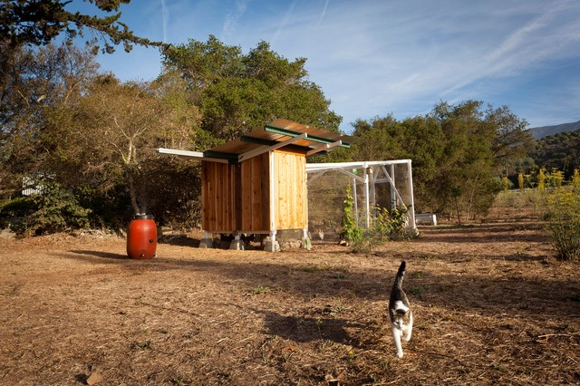 Toro Cyn Chicken Coop farmhouse-garage-and-shed