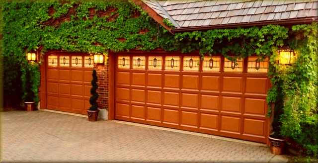 Vintage Architecture traditional-garage-and-shed