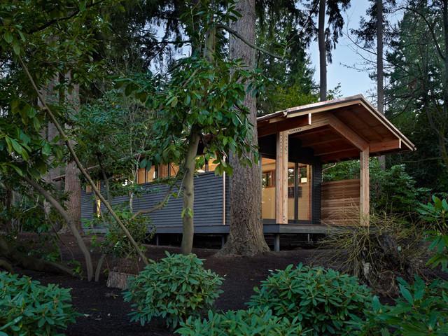 Yoga studio modern shed seattle by shks architects for Modern garden studio