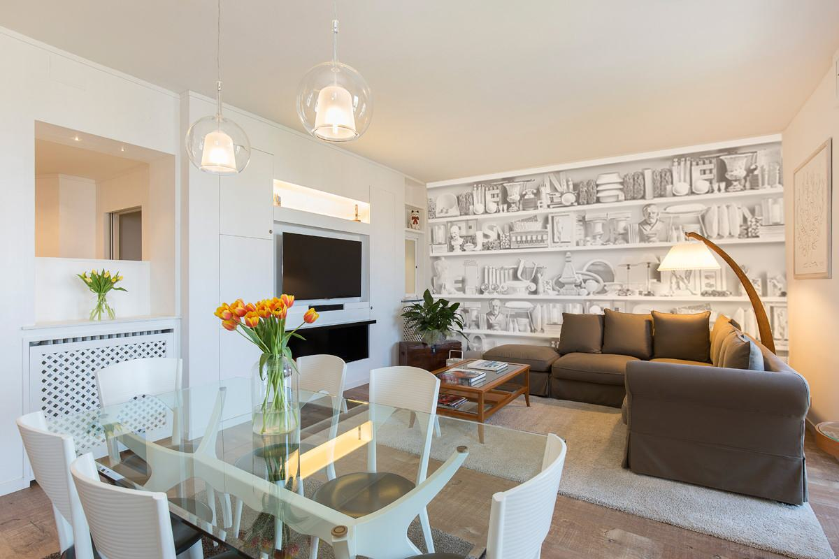 Appartamento in boiserie bianca