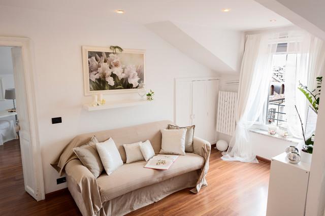 Appartamento torino tessuti complementi d 39 arredo stile for Complementi arredo salotto