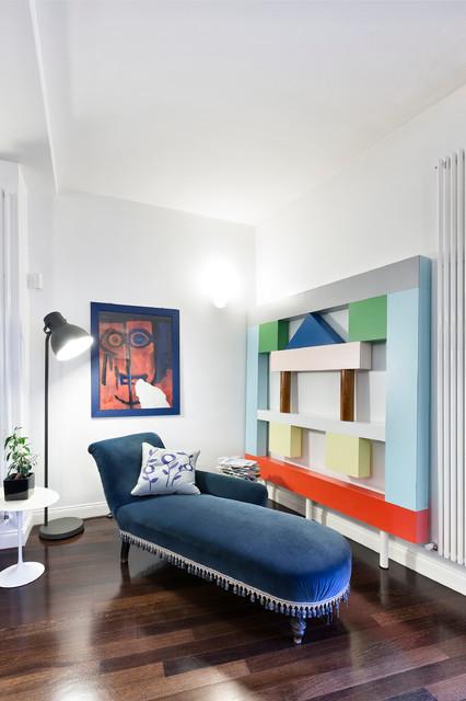 Ispirazione per un soggiorno boho chic con pareti bianche e parquet scuro