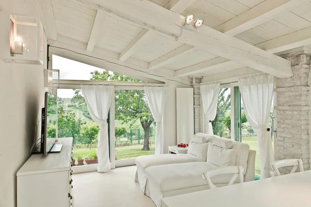Casa di campagna in campagna salotto altro di for Architettura interni case