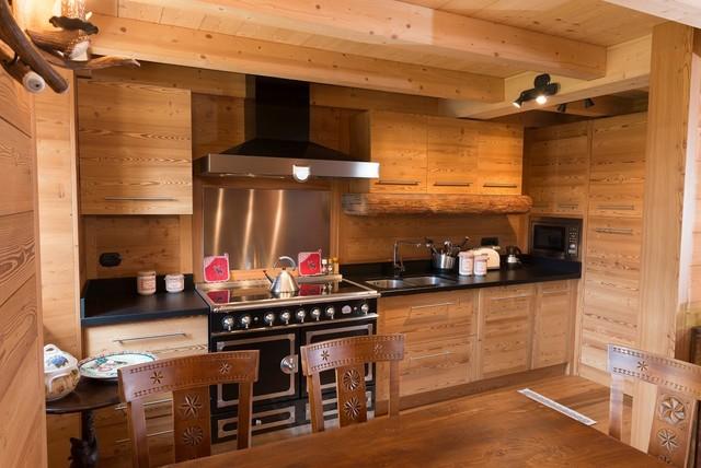 Chalet moderno in montagna arredamento cucina e sala - Cucine di montagna ...