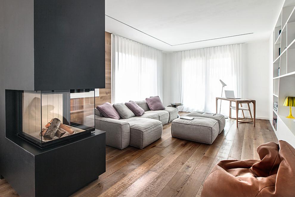 Esempio di un soggiorno minimal aperto con sala formale, pareti bianche, parquet scuro e pavimento marrone