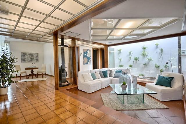 soggiorno contemporaneo con pavimento in terracotta - foto e idee ... - Idee Soggiorno Contemporaneo