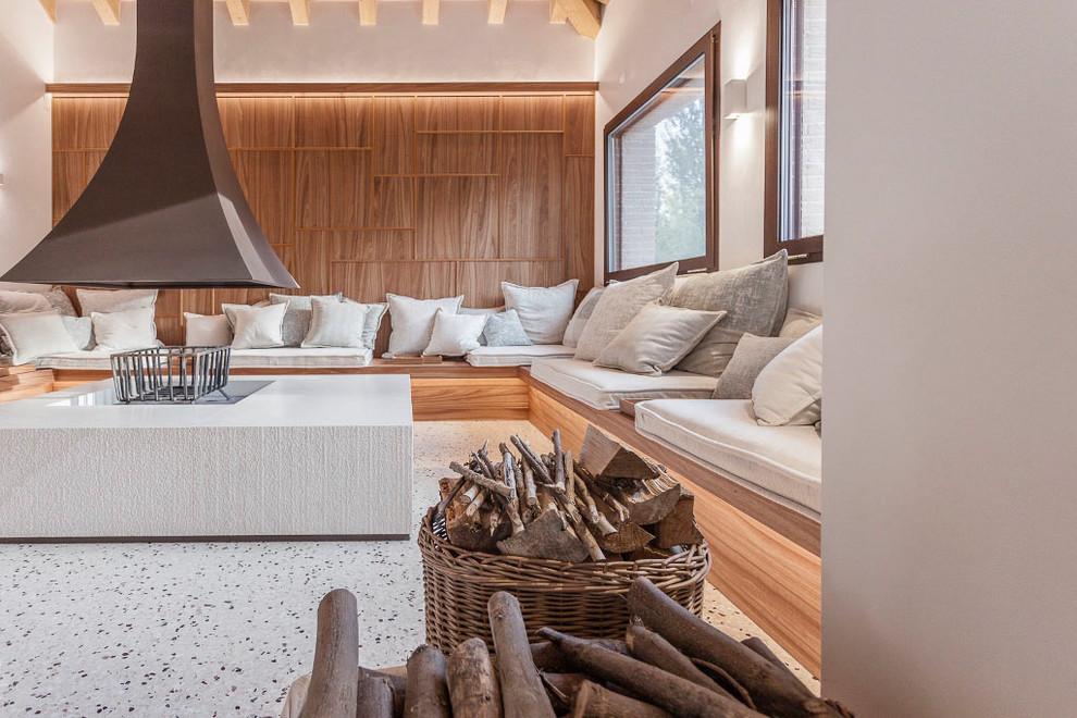 Foto di un soggiorno contemporaneo con pareti bianche e pavimento bianco