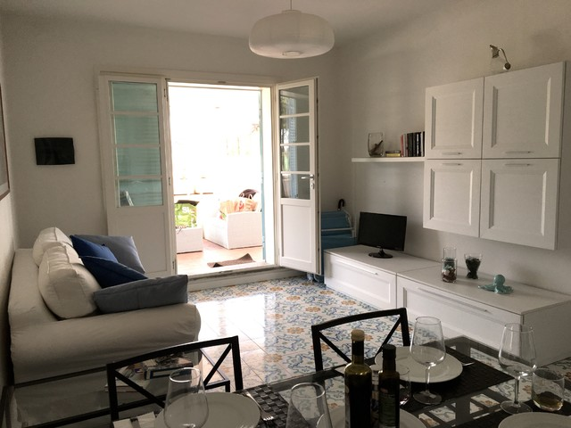 Home staging di una casa al mare for Arredare con poco