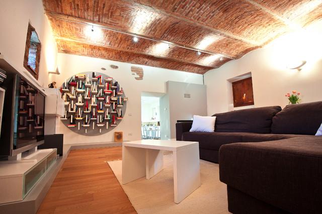 La casa di campagna contemporaneo salotto milano - Ristrutturare casa di campagna fai da te ...