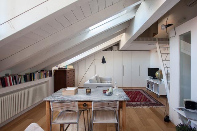 Mansarda bianca moderna contemporaneo soggiorno for Mansarda in legno bianco