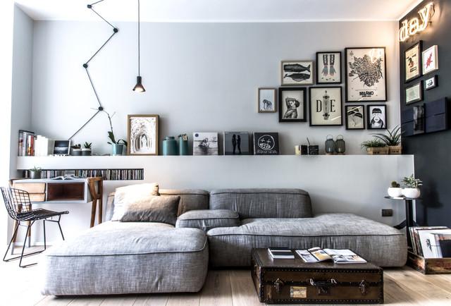 Idee per un soggiorno contemporaneo aperto con sala formale, pareti grigie e parquet chiaro
