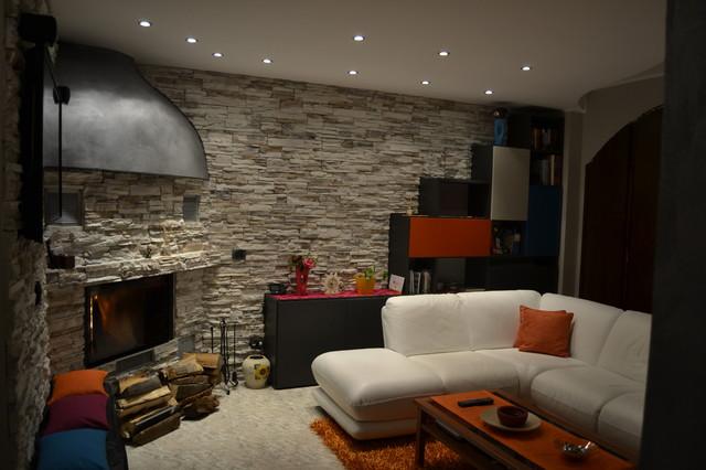 Ristrutturazione completa e rivestimento pareti con pietra for Rivestimento parete salotto