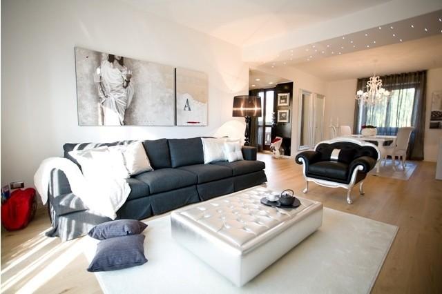 Sofisticato progetto con arredamento elegante - Arredamento contemporaneo soggiorno ...