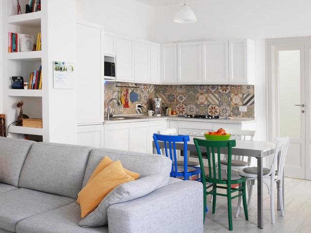 Soggiorno con zona pranzo e angolo cucina - Minimalistisch ...