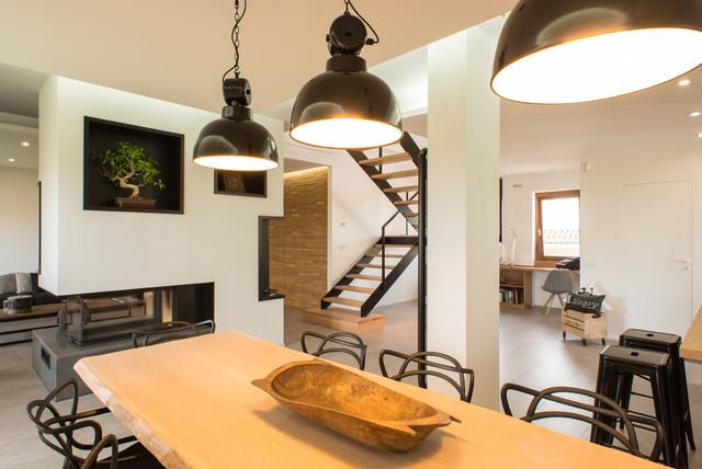 Un appartamento su due livelli contemporaneo soggiorno for Seminterrato su due livelli