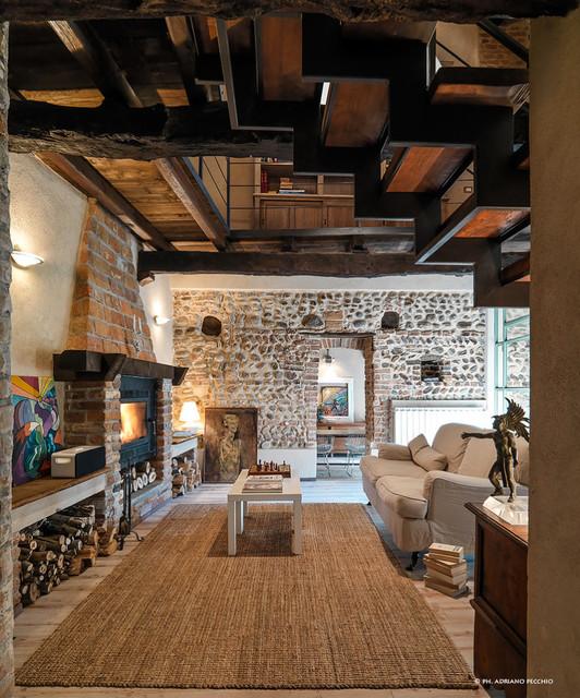 Una storica cascina recuperata in campagna soggiorno - Rivenditori piastrelle milano ...