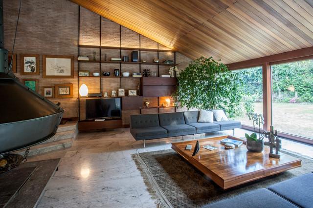 Una villetta anni 39 60 in stile le corbusier immersa nel for Case progettate da architetti