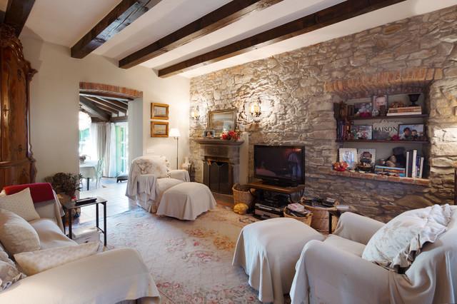 Villa di campagna in campagna salotto milano di for Interni case francesi