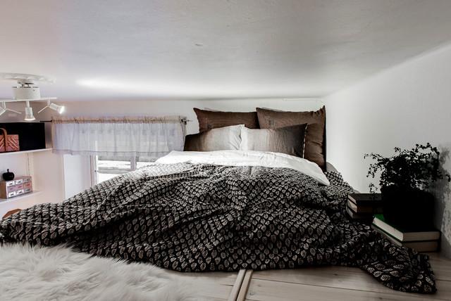 Foto di una piccola camera da letto scandinava con pareti bianche