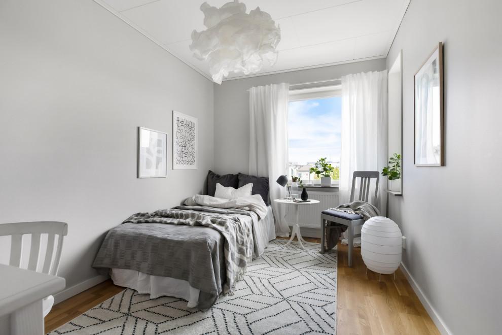 Minimalistisk inredning av ett sovrum
