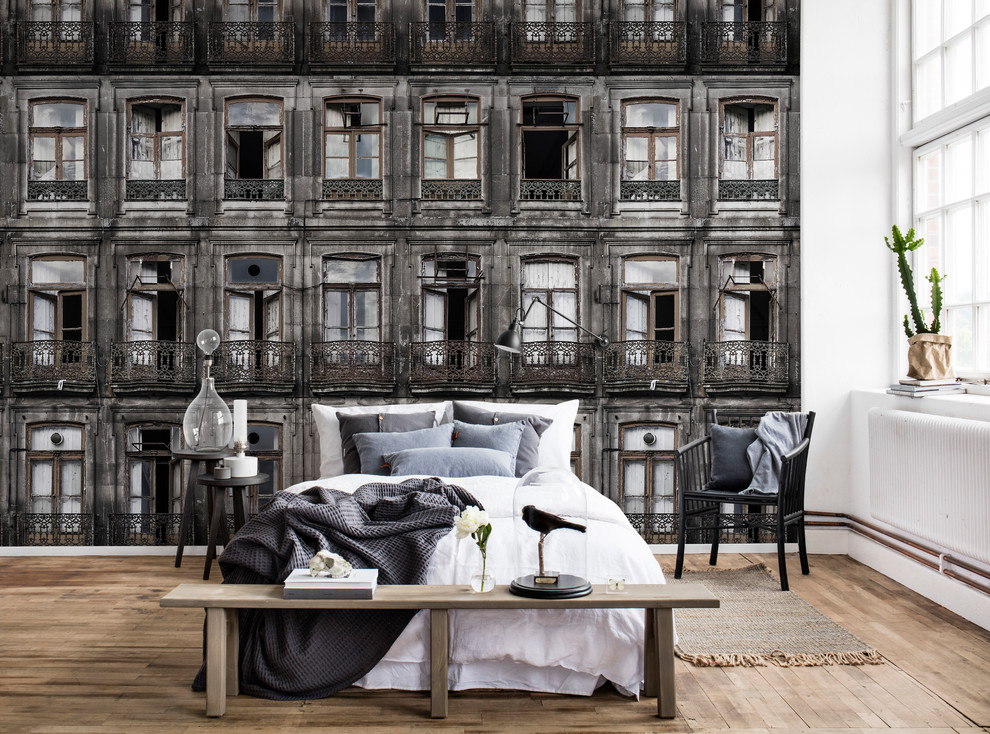 Ispirazione per una camera padronale scandinava di medie dimensioni con pareti grigie, pavimento in legno massello medio e pavimento beige
