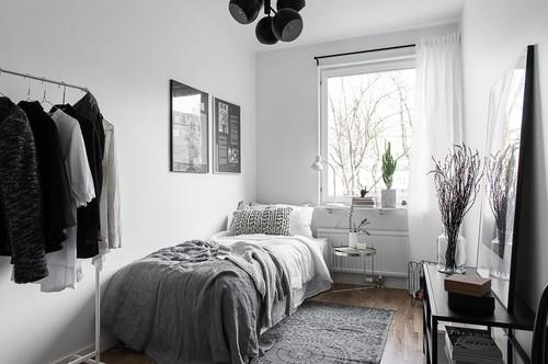 Betonen Sie Die Stirnseite Im Schmalen Schlafzimmer Ruhig Auch Optisch    Zum Beispiel Durch Eine Auffallende Tapete Oder Ein Tolles Betthaupt (siehe  Auch ...