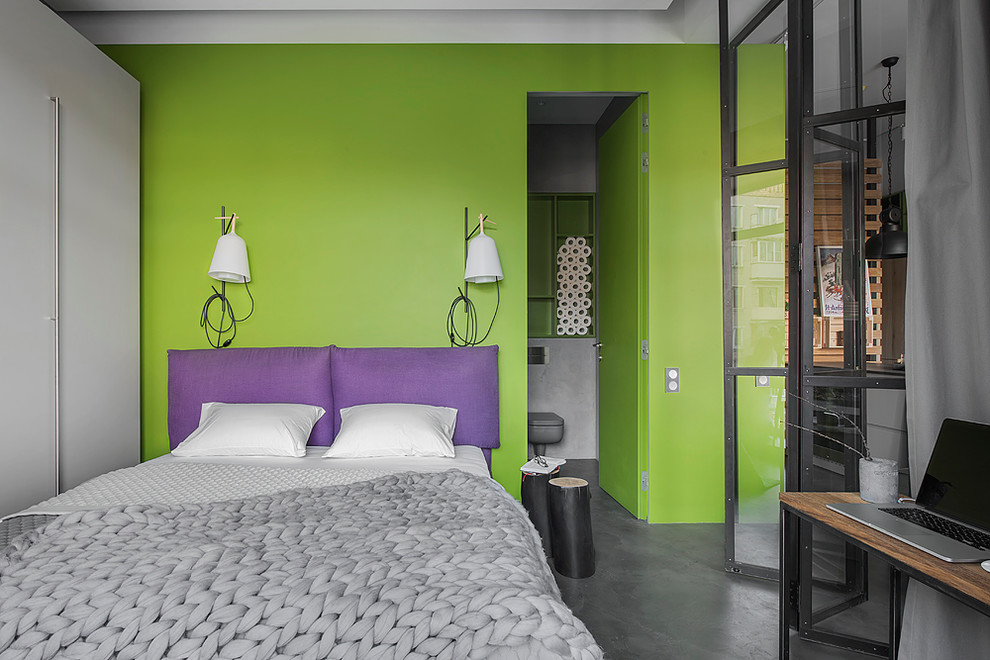 Inspiration for an industrial master bedroom remodel in Moscow with green walls