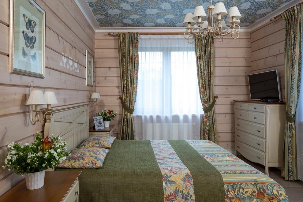 Неиссякаемый источник вдохновения для домашнего уюта: спальня среднего размера в стиле кантри с бежевыми стенами