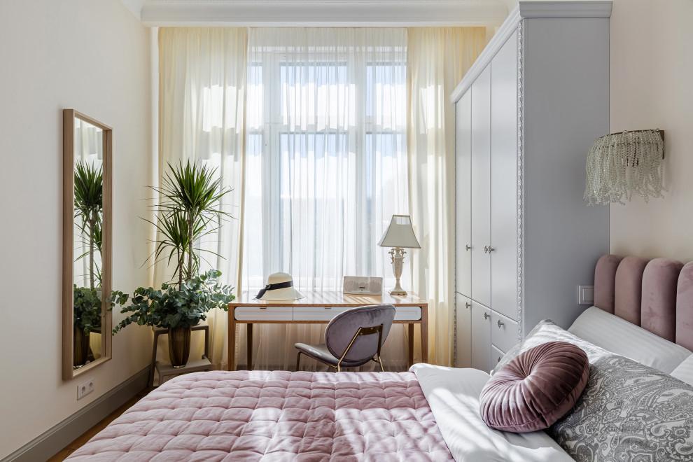 Свежая идея для дизайна: спальня в стиле неоклассика (современная классика) - отличное фото интерьера