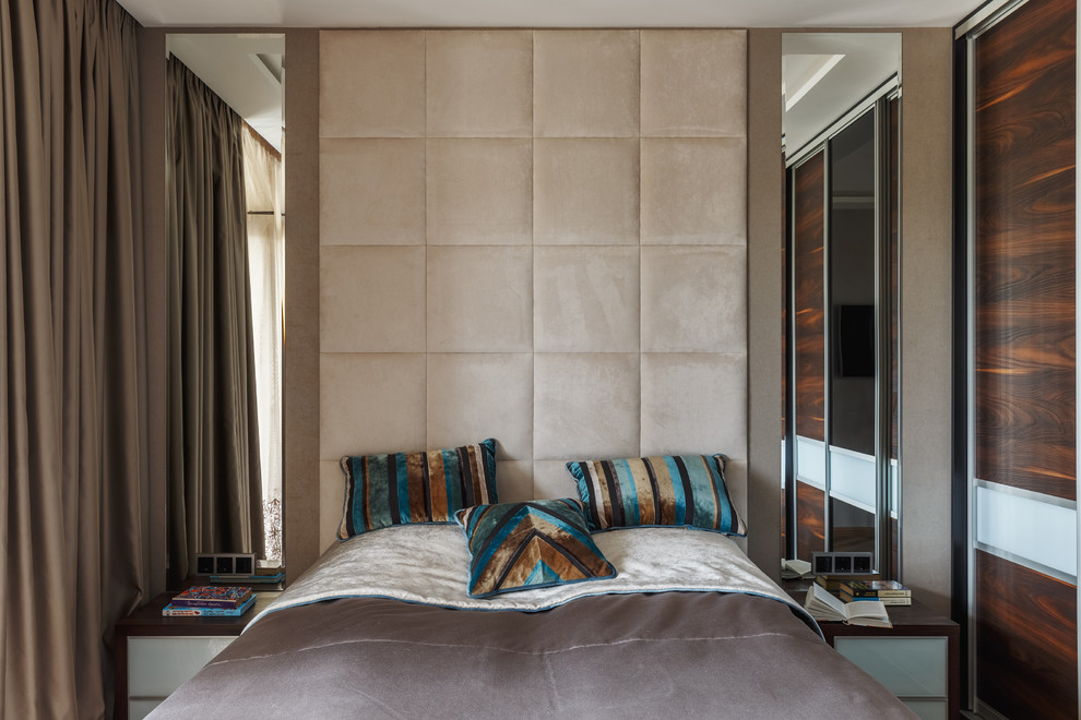 Inspiration for a mid-sized contemporary master vinyl floor bedroom remodel in Moscow with no fireplace and brown walls