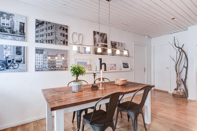 Malet spisebord med mørke stole   farmhouse   dining room   other ...