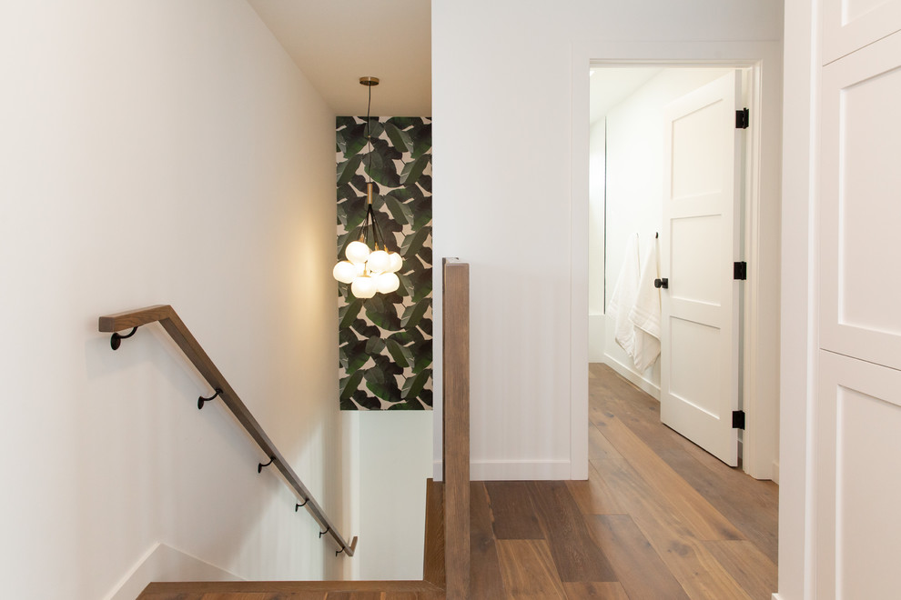 Example of a transitional staircase design in Los Angeles